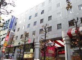 渋谷駅徒歩4分 1F フィンガーアベニュー沿いの店舗物件(35128)【飲食可】外観
