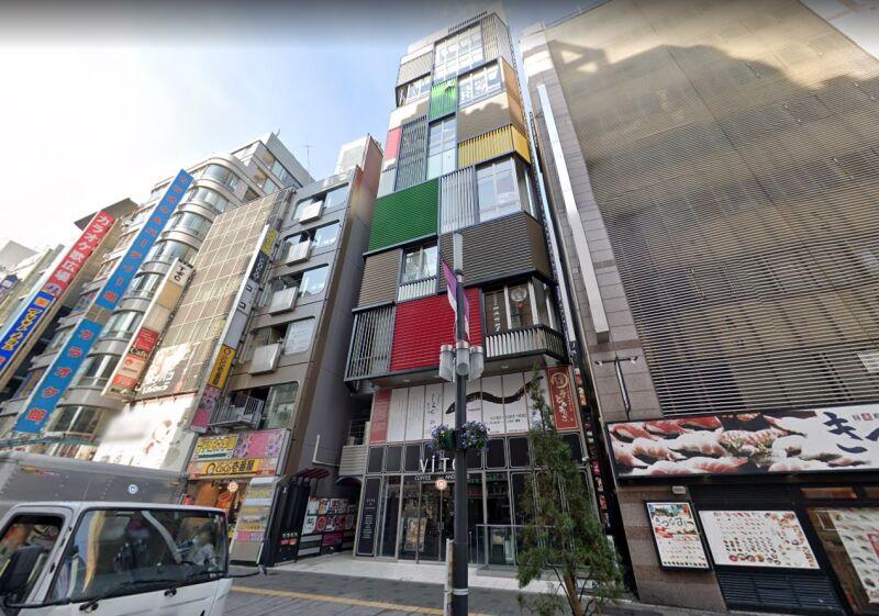 新宿駅 徒歩5分 セントラルロード沿いのスケルトン物件 【飲食可】外観