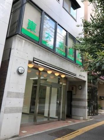 【東大前駅 徒歩2分 1F  駅近!本郷通り沿い前面ガラス張りの路面店舗物件【飲食不可】】