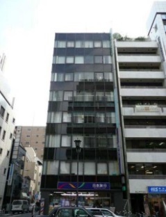 【東京駅 徒歩7分 中央通り沿い!角地の店舗物件 【業種相談】】