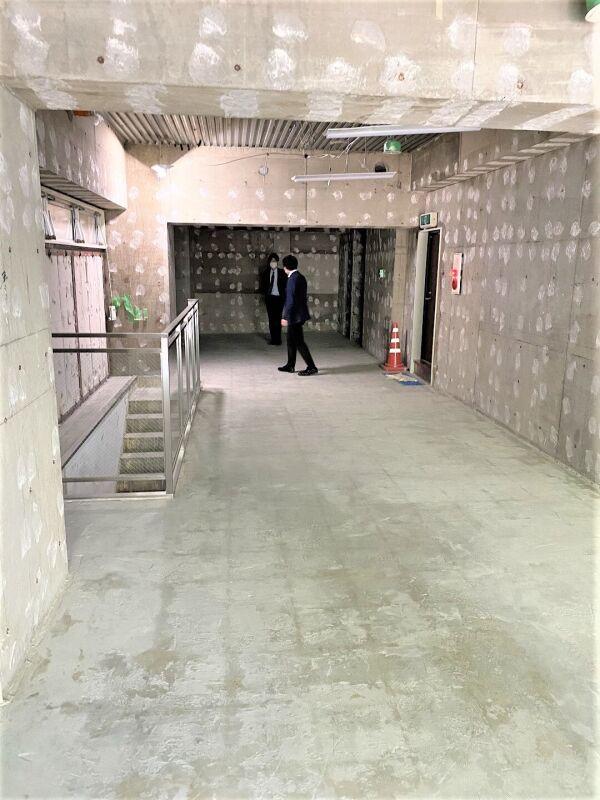 渋谷駅 徒歩3分 宮益坂の途中にある飲食可能物件 対面は渋谷郵便局でわかりやすい立地 スケルトン1~2階一括物件 画像7