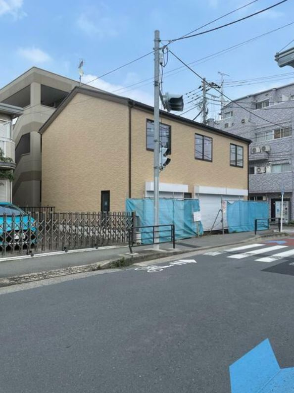 小田急線・JR南武線 登戸駅 徒歩4分 商店街もほぼ終わり住宅街へ。メゾネットタイプの3連棟新築スケルトン 【飲食可】 画像3