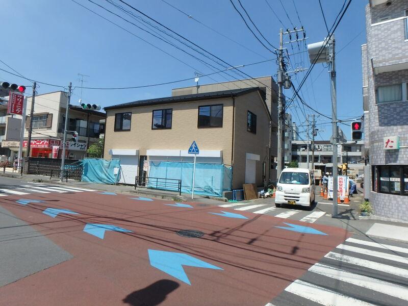 小田急線・JR南武線 登戸駅 徒歩4分 商店街もほぼ終わり住宅街へ。メゾネットタイプの3連棟新築スケルトン 【飲食可】 画像2