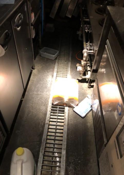 新橋駅 徒歩2分 現況:おでん屋 裏コリドー2階の居抜き物件 【何業も可】 画像2