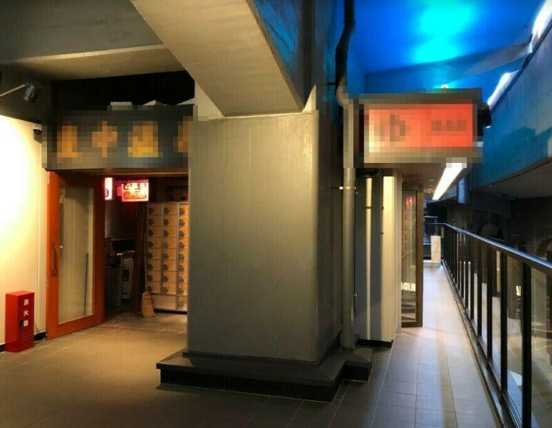 【新橋駅 徒歩2分 現況:ガールズバー 裏コリドー2階の居抜き物件 【何業も可】】