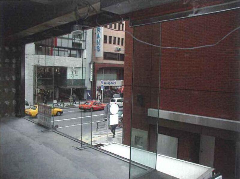 メトロ・都営新宿線 新宿三丁目駅 C4出口隣。新宿通り角地に建つ視認性一等地のビル 【飲食不可】 画像2