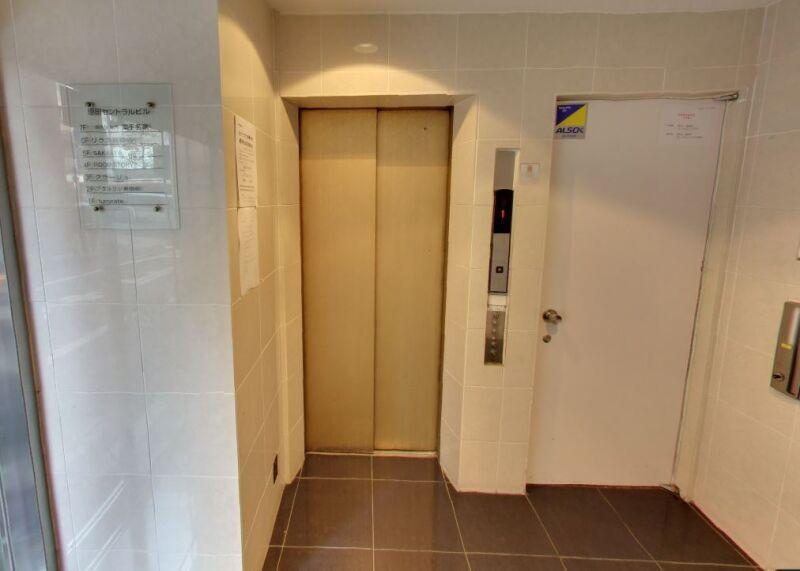 メトロ・都営新宿線 新宿三丁目駅 C4出口隣。新宿通り角地に建つ視認性一等地のビル 【飲食不可】 画像6