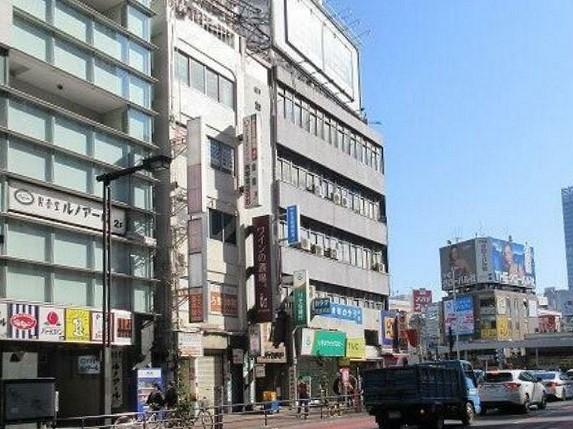 新宿駅 徒歩3分 大ガード下交差点か3軒目 サービス店舗居抜き 【飲食不可】 画像2