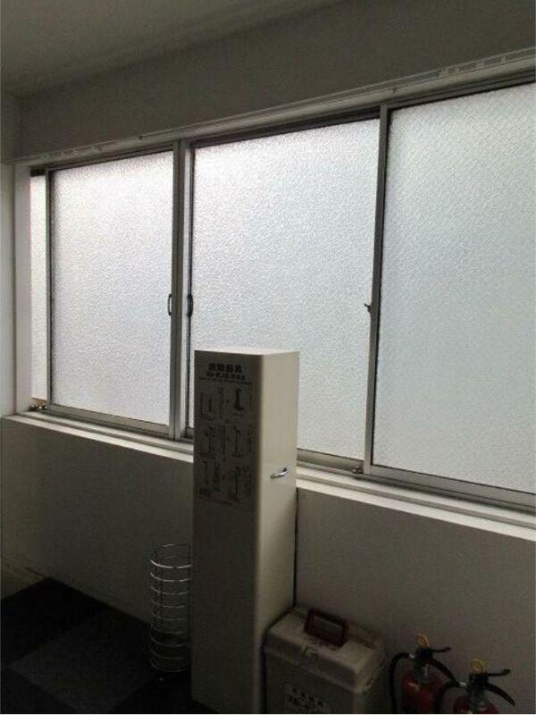 新宿駅 徒歩3分 大ガード下交差点か3軒目 サービス店舗居抜き 【飲食不可】 画像8